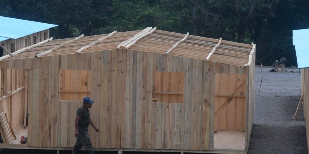 EN IMÁGENES. Avanza la construcción de casas temporales para damnificados