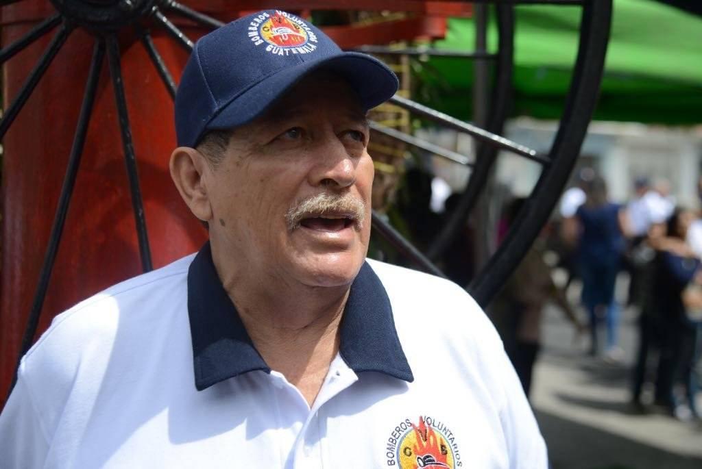 Balmoris tiene 50 años de prestar sus servicios en los Bomberos Voluntarios. Foto: Alejandro García