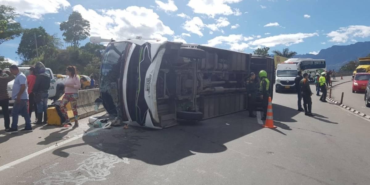 ¡Atención! Grave accidente en vía Bogotá-Villeta deja más de 40 heridos