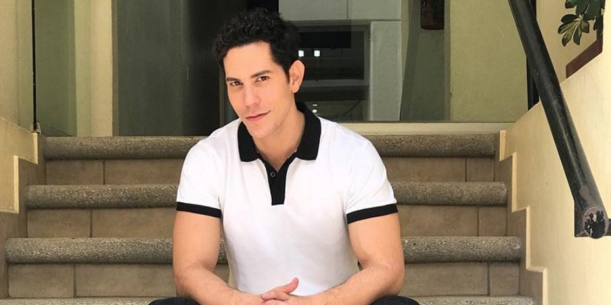 Christian Chávez impacta con fotos semidesnudo