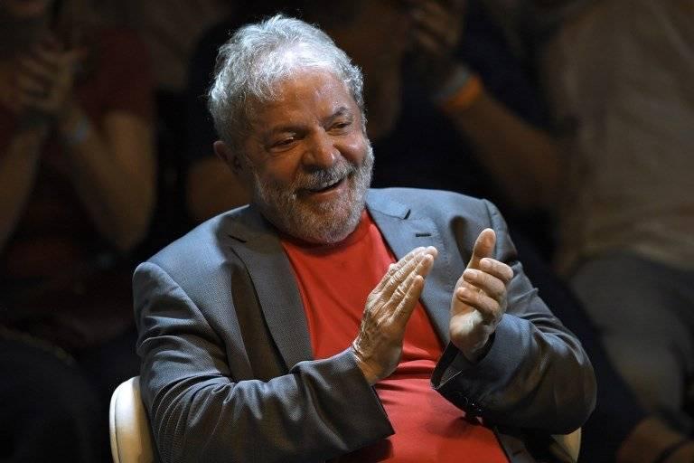 Lula da Silva aplaudiendo