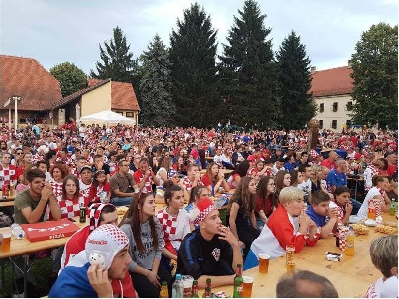 Mandzukic invitó a cervezas a sus paisanos