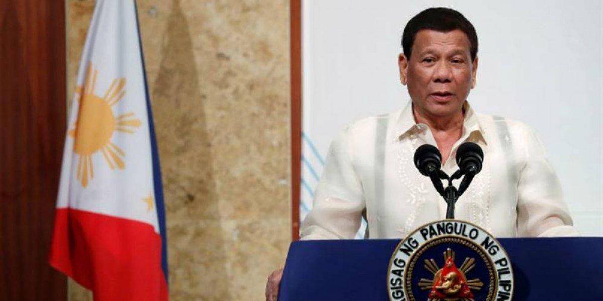 Presidente de Filipinas promete renunciar si le demuestran que Dios existe