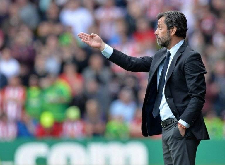 Sánchez Flores da órdenes en un partido del Watford de la Liga Premier