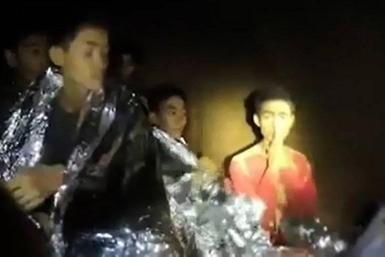 Niños atrapados en cueva de Tailandia