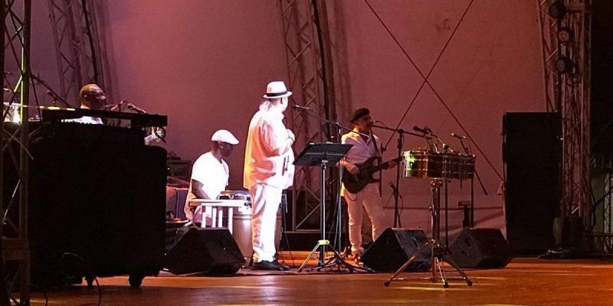 Víctor Víctor cantó sus bachatas el Festival del Ron