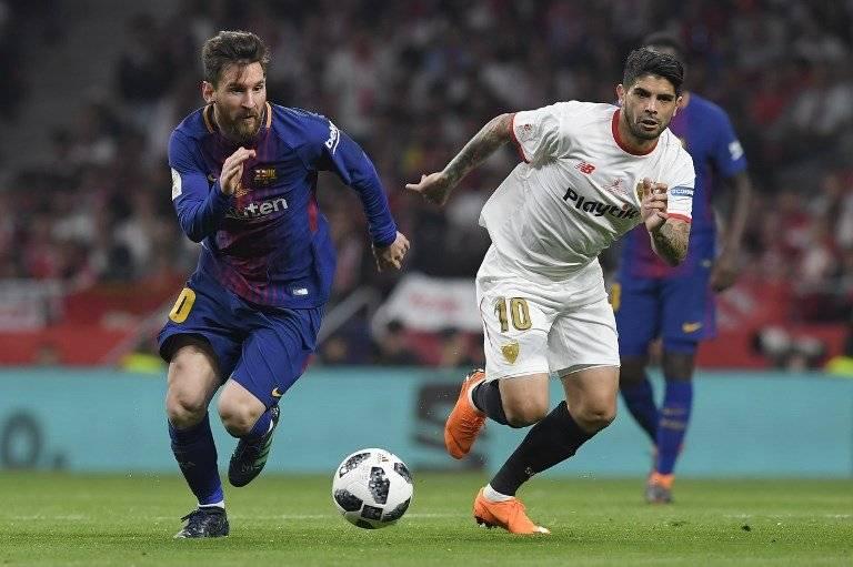 Lionel Messi y Ever Banega en un partido entre Barcelona y Sevilla