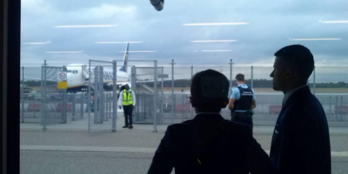 Evacuan avión en aeropuerto de Holanda por amenaza de bomba