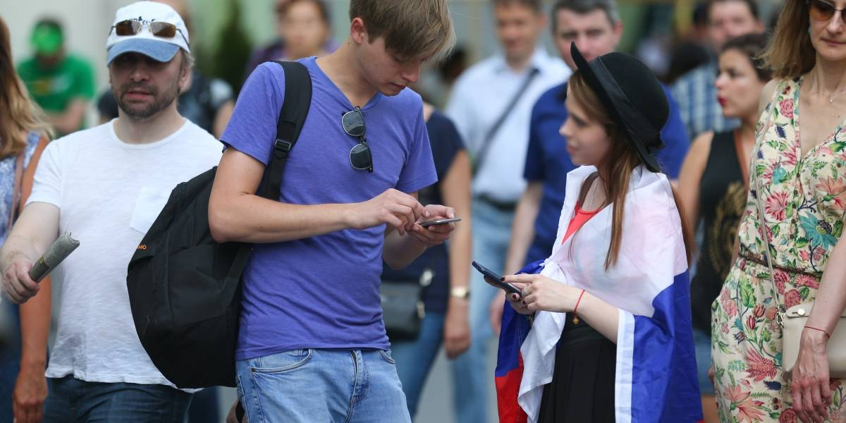 """""""Camaleones"""" están a la caza de mujeres rusas junto con los fans"""