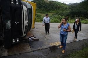 camión recolector de basura vuelca en zona 25
