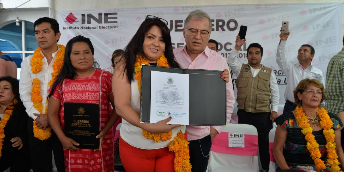 Nestora no entregó al INE documentación de renuncia a doble nacionalidad