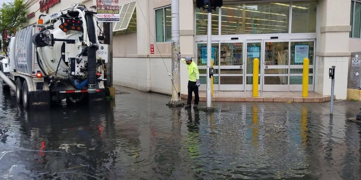 Caño Martín Peña y Santurce afectados por onda tropical