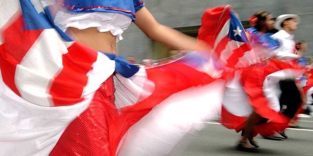 Acosan mujer en Chicago por vestir bandera de Puerto Rico