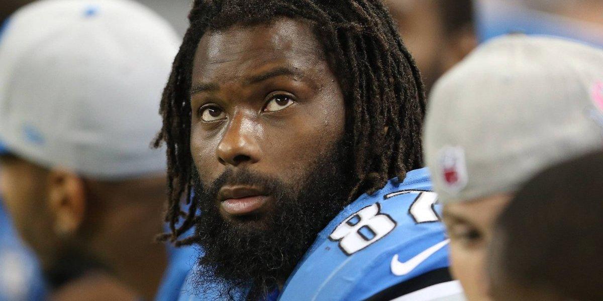 Arrestan a ex jugador de los Lions de Detroit por agredir a un agente