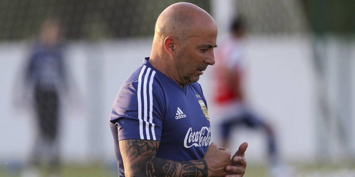Sampaoli tendrá que hacerse cargo hasta de la Sub 20 y volverá a dirigir antes de lo esperado en Argentina