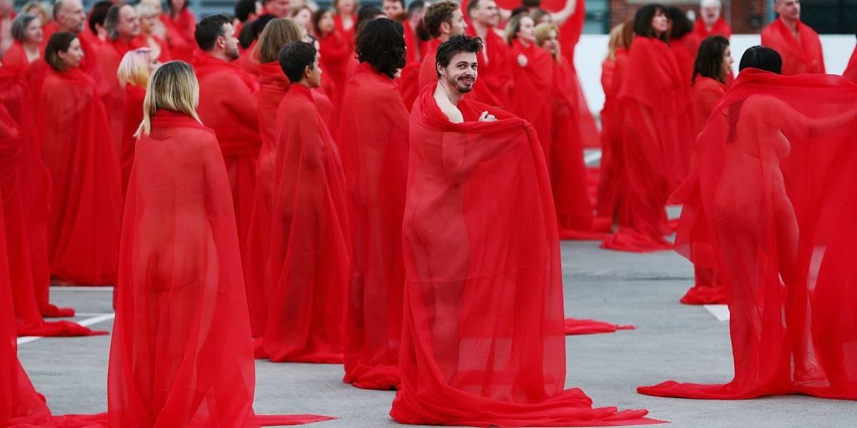 Tunick lo hizo de nuevo: cientos de personas se desnudan para el fotógrafo en Melbourne