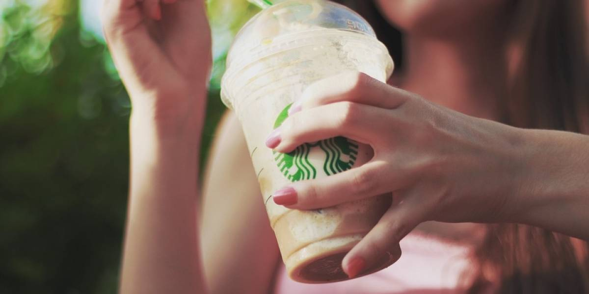 Starbucks le dirá adiós a los popotes en todas sus tiendas