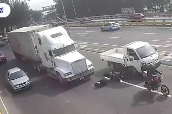 Tráiler atropella a motorista