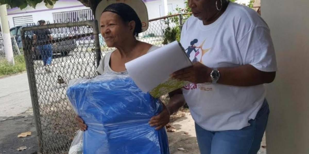 Municipio de Loíza entrega más de 300 toldos para paso de onda tropical Beryl