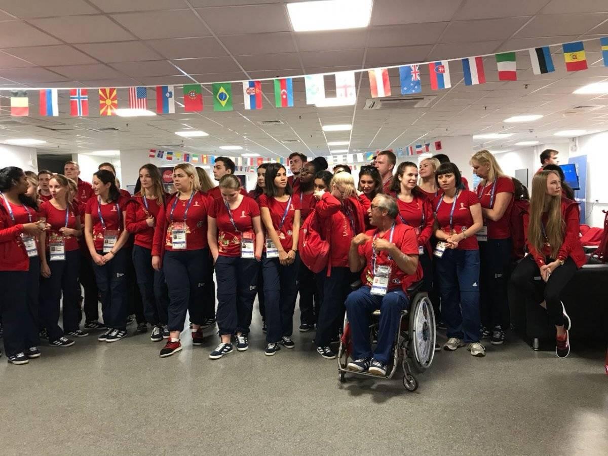Homenajean a voluntarios en Rusia 2018 Kóstic Morozov