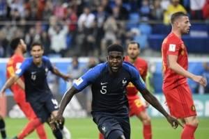 Samuel Umtiti se apresta a celebrar su gol