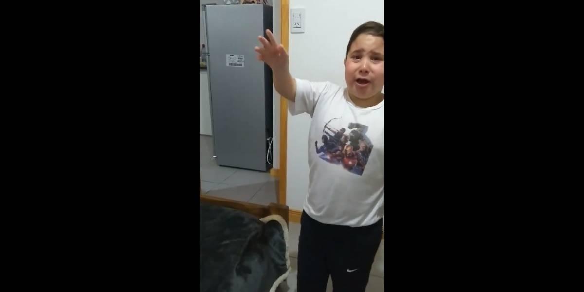 """""""Me estás rompiendo el corazón mucho"""": el tierno video de un niño que da un discurso a su madre para quedarse con un perro"""