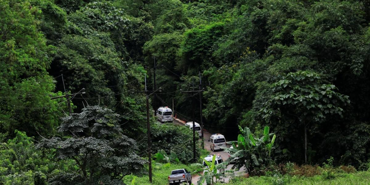 Equipes de resgate retiram 11ª pessoa de caverna na Tailândia