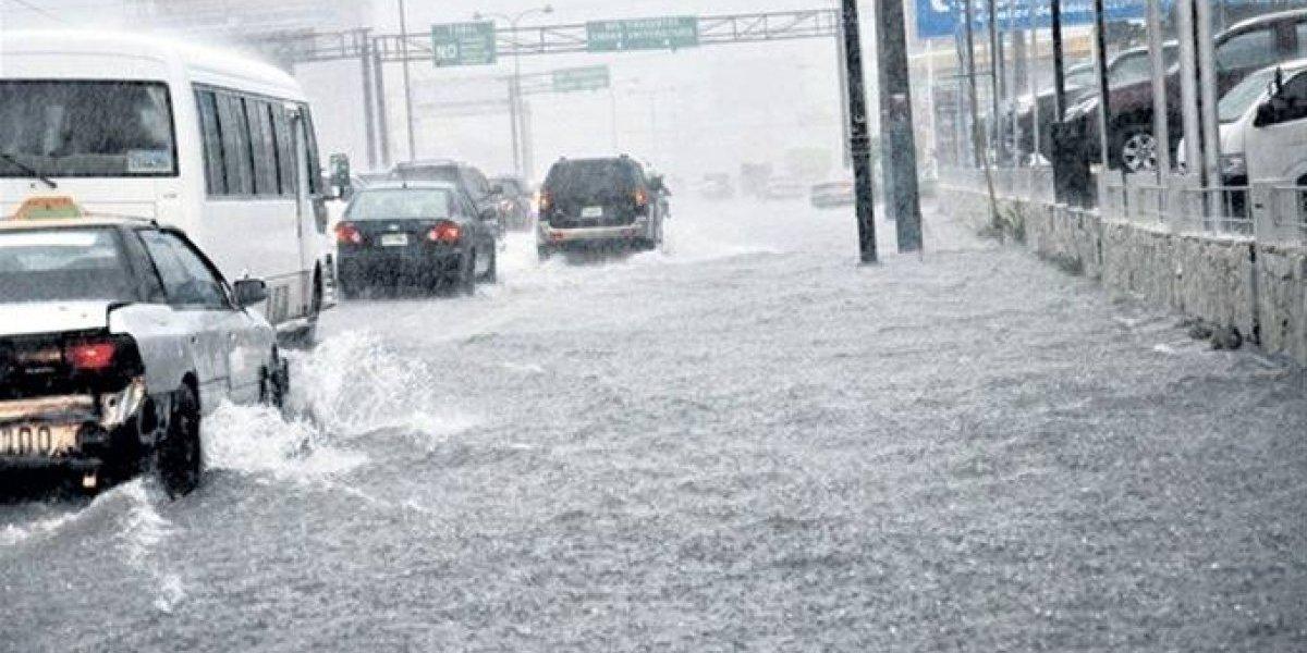 Torrenciales lluvias provocan caos e inundaciones en Santo Domingo