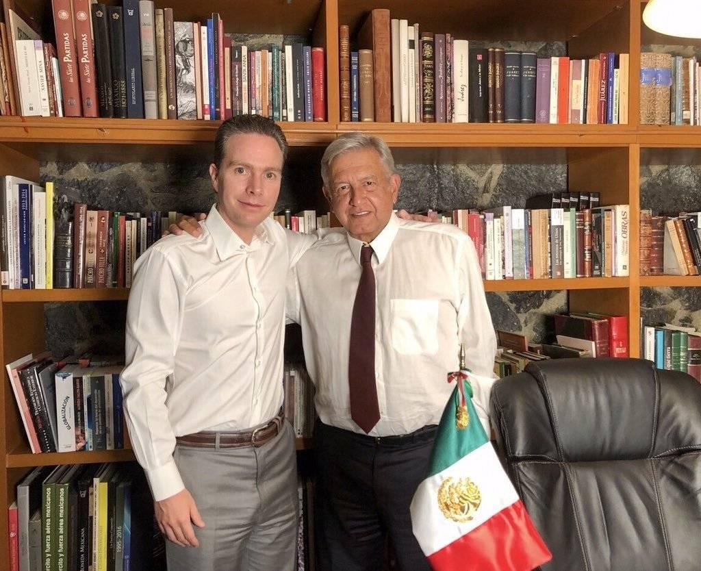 Manuel Velasco Coello, gobernador del estado de Chiapas, compartió en Twitter una fotografía con Andrés Manuel López Obrador, virtual presidente electo y en la cual felicita y desea éxito al tabasqueño. Foto: Cuartoscuro