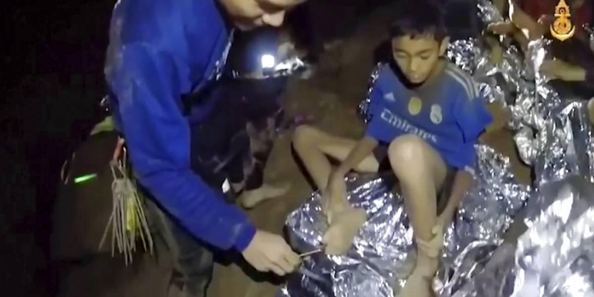 Alegría mundial: rescatan a todos los niños y al entrenador tras dos semanas atrapados en cueva de Tailandia