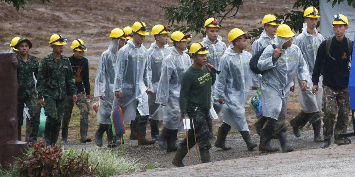 Reanudan rescate en cueva de Tailandia