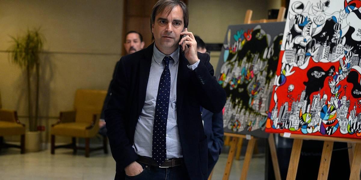 """Presidenta de la Cámara Baja se manda un """"Van Rysselberga"""" en plena sesión y le cambia el apellido a Luciano Cruz-Coke"""