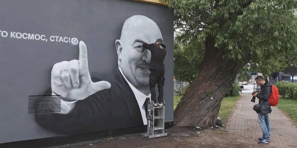 """Escándalo en torno a la imagen de Cherchesov """"mutilada"""" por los ultras de Zenit"""