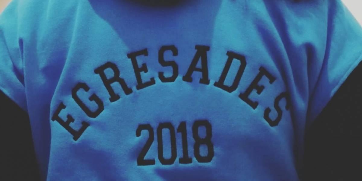 """""""Egresades"""": el lenguaje inclusivo en polerón de estudiantes argentinas que generó fuerte debate en redes sociales"""