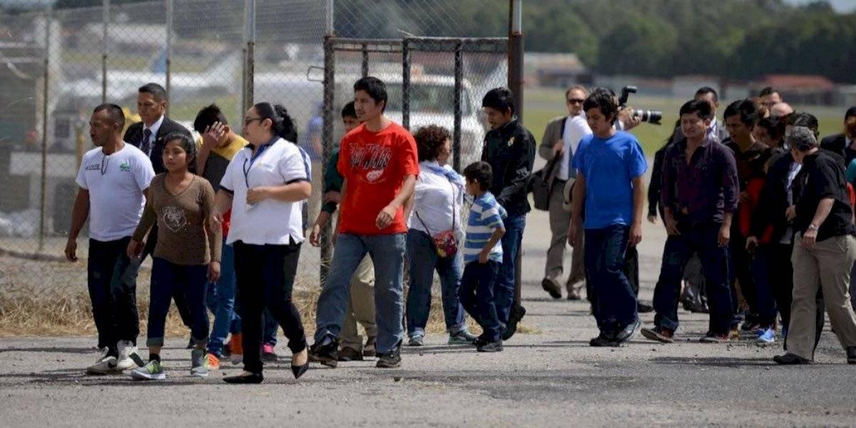 Llegan a Guatemala 34 unidades familiares deportadas desde EE. UU.
