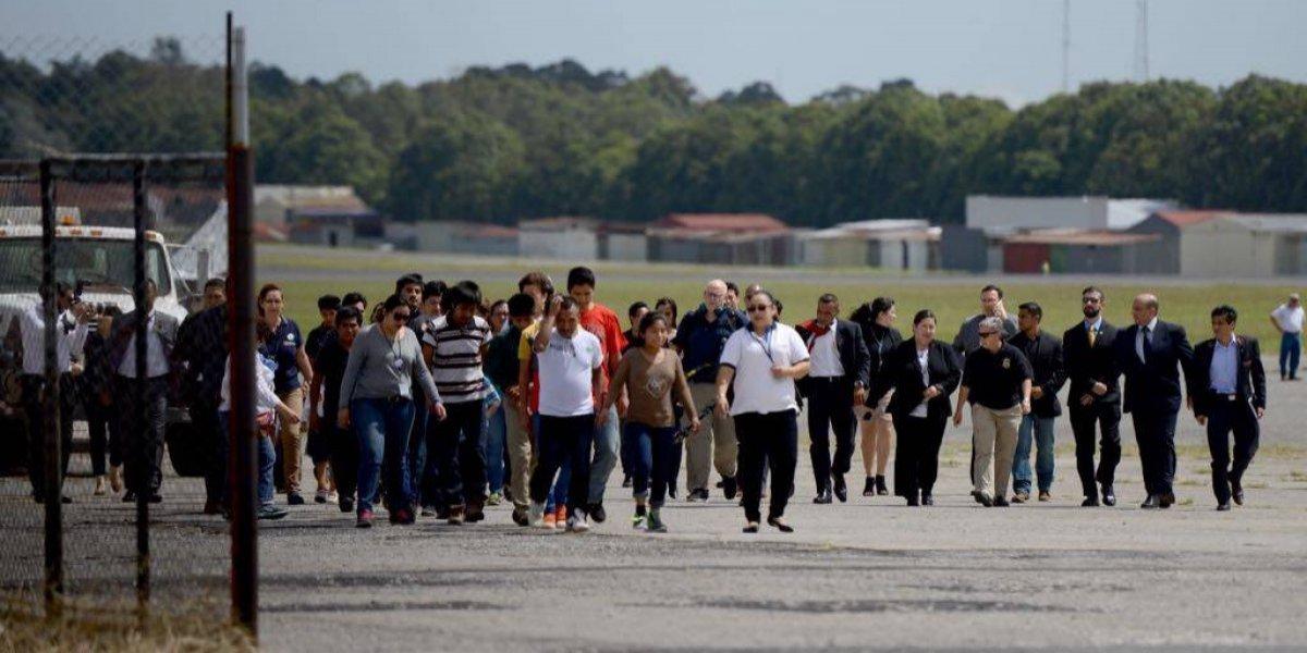 EN IMÁGENES. Al menos 11 familias guatemaltecas reunificadas regresan al país