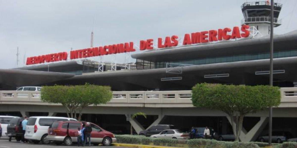 Desvíos y retrasos de vuelos en Aeropuerto Las Américas por paso de Beryl