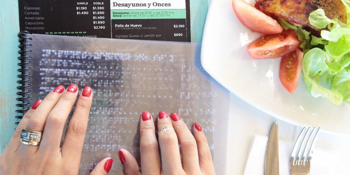 Inauguran primera cafetería hospitalaria que cuenta con sistema braille en su menú