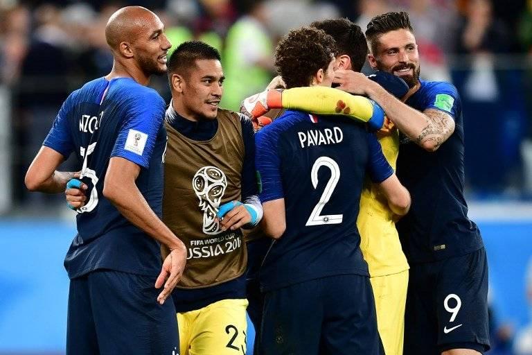 Todos los jugadores de Francia celebran su clasificación hacia una nueva final