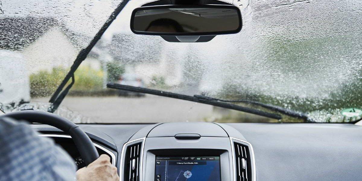 ¿Conducir bajo la lluvia? Te damos recomendaciones