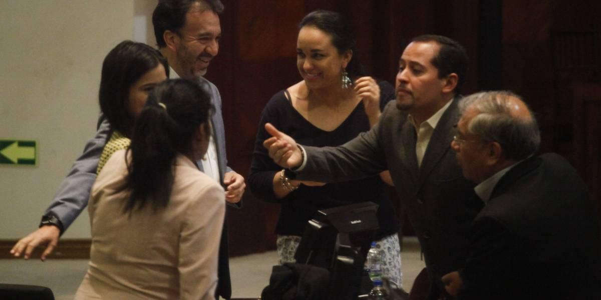 La reacción de asambleístas tras ser ubicados en nuevos curules