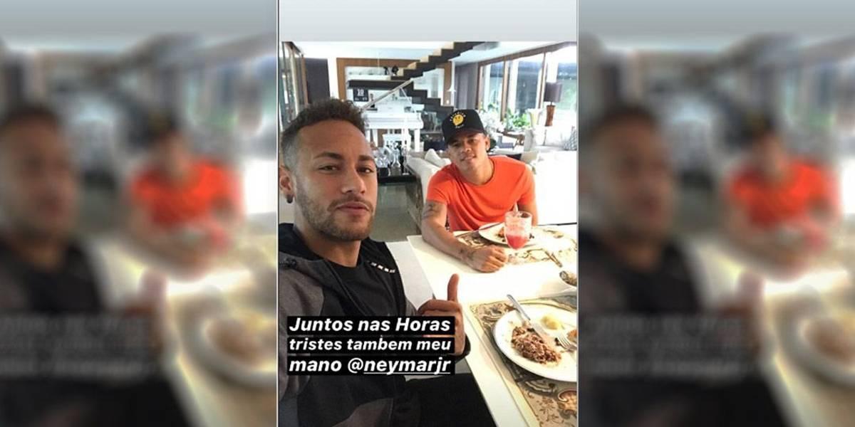 Neymar reaparece e recebe apoio de irmão de criação
