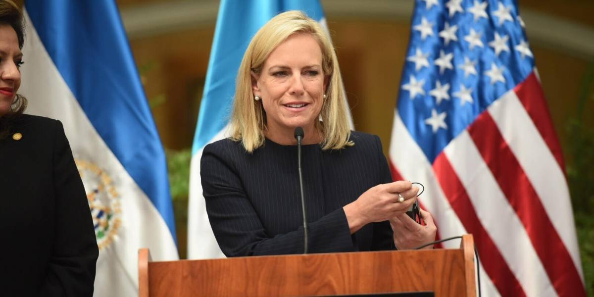 Secretaria de Seguridad de EE. UU. pide a migrantes tomar las vías legales para ingresar a ese país