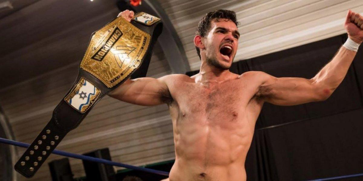 Campeón de Lucha Libre se declara abiertamente gay