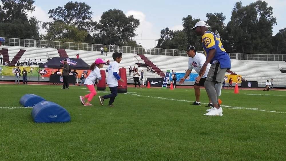 Dickerson, Luis Pérez y Brockers conviven con niños en México