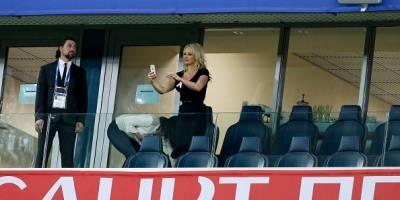 Pamela Anderson en el Mundial de Rusia alentando a su novio