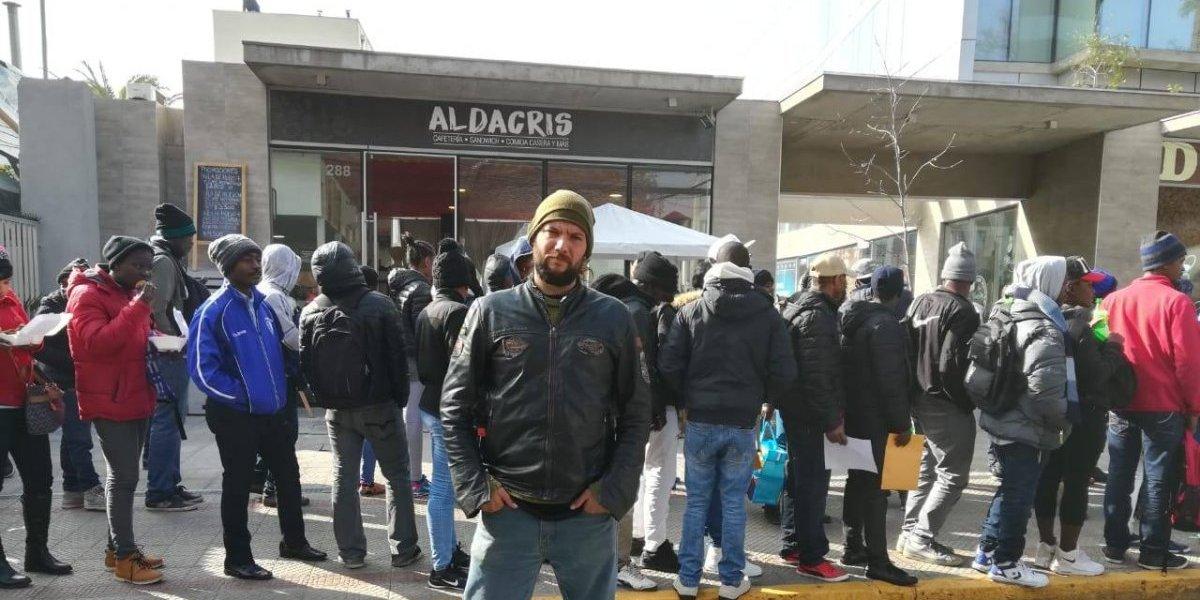 Problema colateral por fila de haitianos en la embajada: locatarios afirman que bloquean sus entradas y que ventas cayeron en hasta 80%