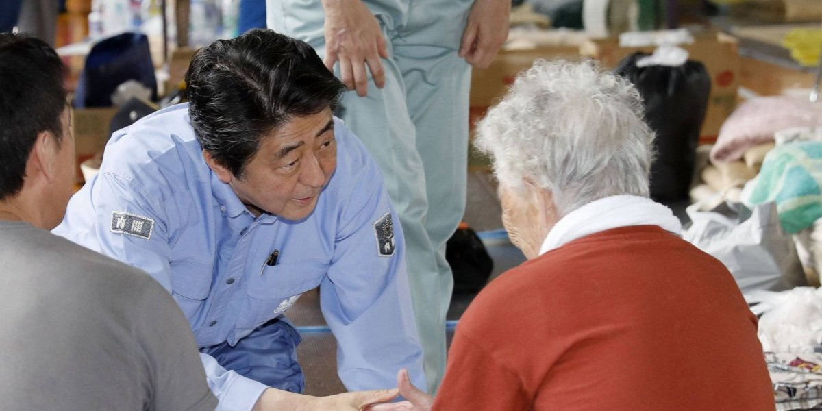 Visita Shinzo Abe visita zonas devastadas de Japón por inundaciones