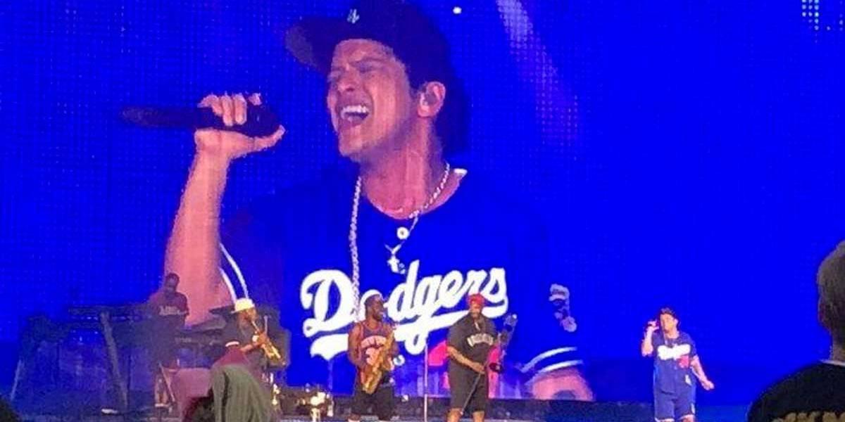 Show de Bruno Mars pega fogo literalmente