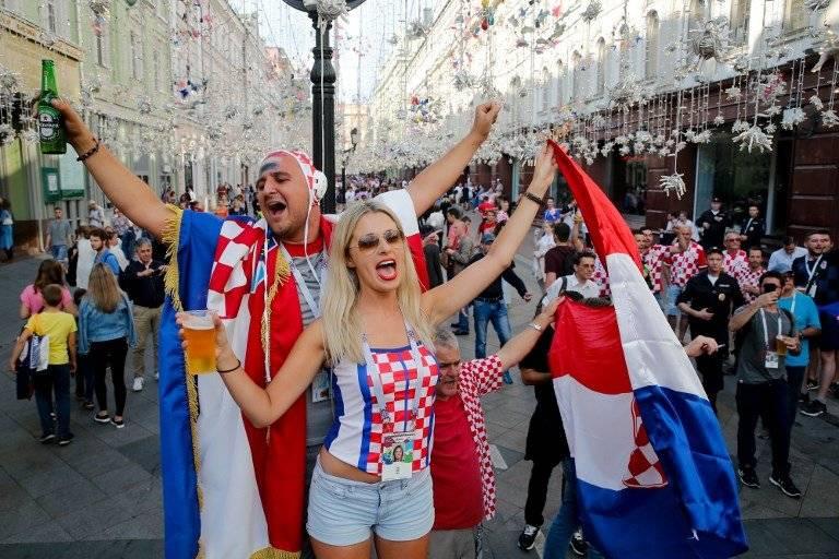 Bomberos de Croacia reaccionan ante emergencia justo antes del penal de clasificación
